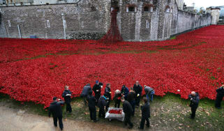 Volunteers begin removing the Tower of London poppies