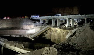 This picture shows the site of a bus accident near the Dead Sea in Jordan on October 25, 2018. - Flash floods in Jordan swept away a school bus on October 25, killing at least 17 people, most