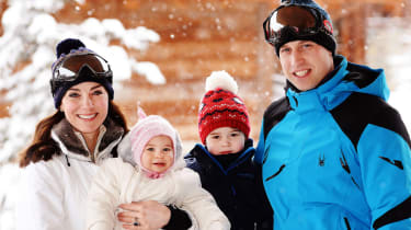 Catherine, Duchess of Cambridge (L) and Prince William, Duke of Cambridge (R), pose with their children, Princess Charlotte (2L) and Prince George (2R), during a private break skiing at an un