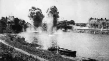 1914:Blowing up a bridge over the River Aisne in France during WW I.(Photo by Topical Press Agency/Getty Images)