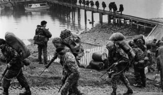 UK troops arrive on the Falklands Islands