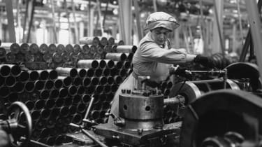 circa 1915:A woman munitions worker operating a machine in an armaments factory during the First World War.(Photo by Hulton Archive/Getty Images)