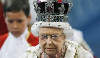 170614-queen-elizabeth-crown.jpg