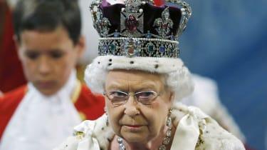 170614-queen-elizabeth-crown.jpg