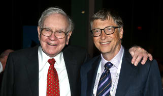 NEW YORK, NY - JUNE 03:Warren Buffett (L) and Bill Gates attend the Forbes' 2015 Philanthropy Summit Awards Dinner on June 3, 2015 in New York City.(Photo by Dimitrios Kambouris/Getty Images)