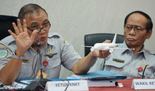 Indonesian Chairman of National Transportation Safety Commission briefs journalist about AirAsia flight QZ8501