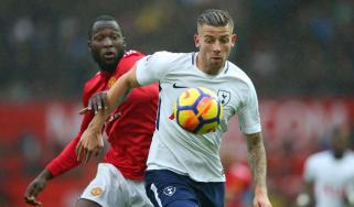 Toby Alderweireld in action for Tottenham against Manchester United striker Romelu Lukaku