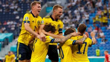 Viktor Claesson scored a 94th-minute winner for Sweden against Poland