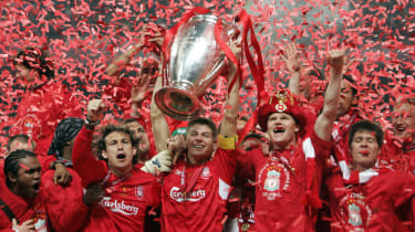Istanbul, Turkey:Liverpool's captain Steven Gerrard holds the throphy surrounded by teammates at the end of the UEFA Champions league football final AC Milan vs Liverpool, 25 May 2005 at the