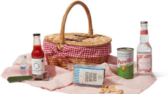 Not-Another-Bill picnic in the park hamper