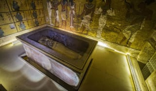 160318-king-tutankhamon.jpg