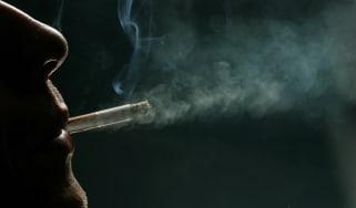 171126-smoking_.jpg