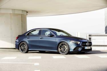 Mercedes-AMG A 35 4MATIC Limousine, denimblau;Kraftstoffverbrauch kombiniert 7,3-7,2 l/100 km; CO2-Emissionen kombiniert 167-164 g/km*Mercedes-AMG A 35 4MATIC Saloon, denim blue;Combined fuel