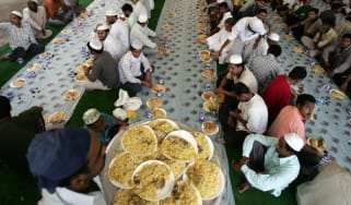Asian Muslims break their fast in a food hall on the first Friday of the holy month of Ramadan in Dubai, 14 September 2007. The world's 1.2 billion Muslims marked the first Friday of the holy