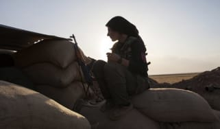 Fighter of the Kurdish of the Kurdish Women's Defense Units